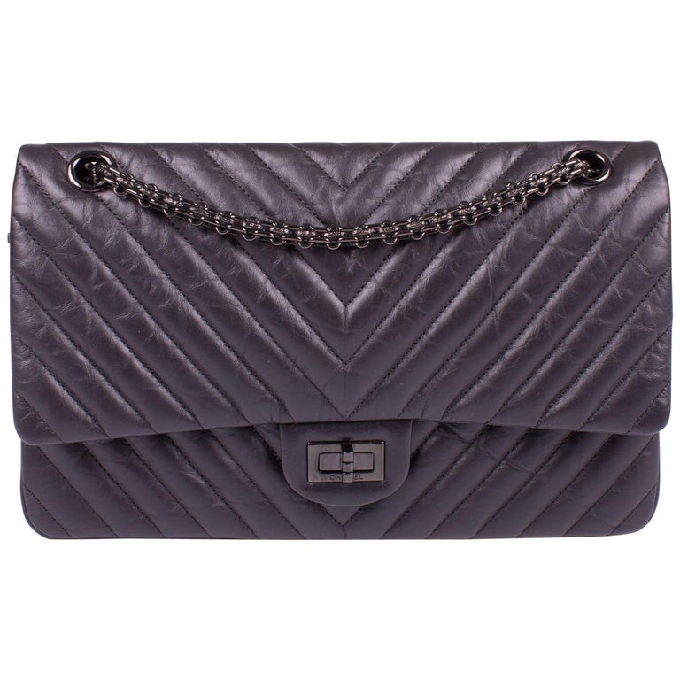52e14ee6ef71 Chanel 2.55 Reissue Chevron 224 Flap Bag - So Black at 1stdibs