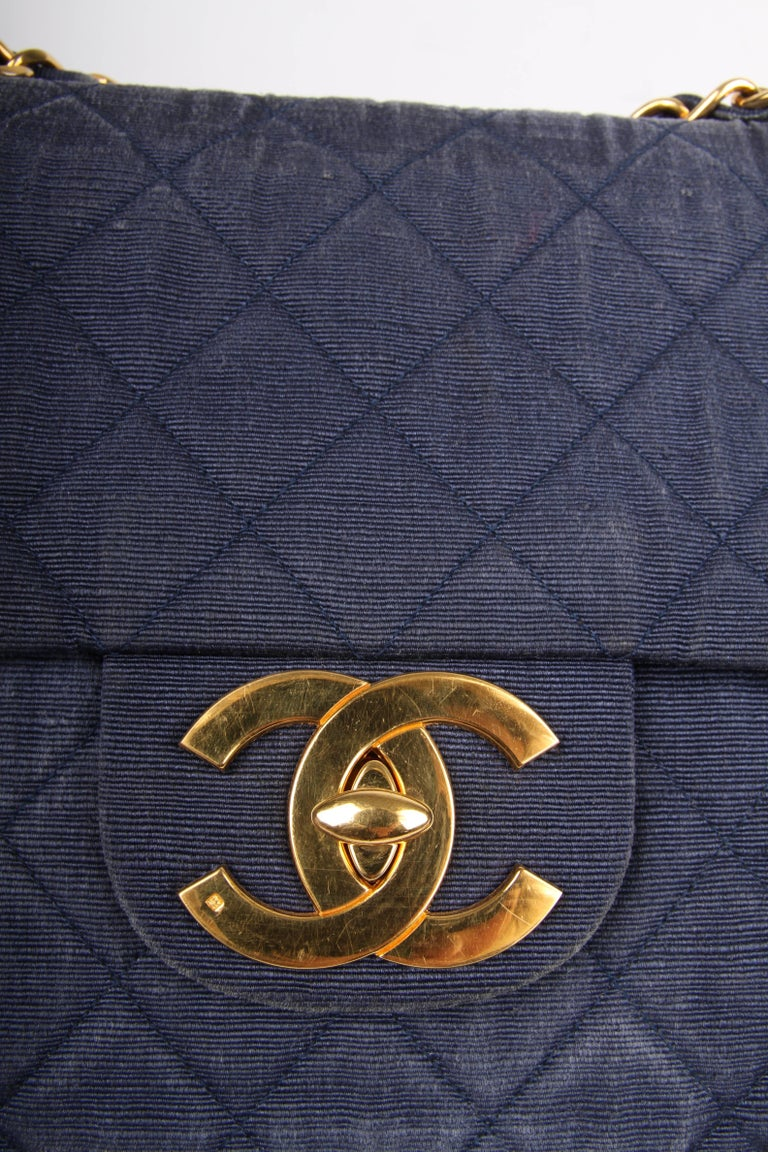 Oooooh! A fantastic vintage classic bag by Chanel in dark blue denim. How cool?!   This Timeless Maxi Single Flag bag is the largest size of this classic model and measures 34 centimeters in length. A gold-tone chain which can be worn single or