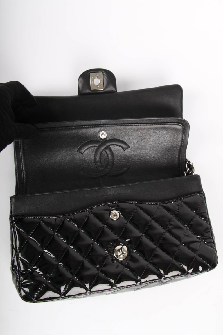 Chanel 2.55 Timeless Medium Double Flap Bag Patent Leather - black For Sale 1