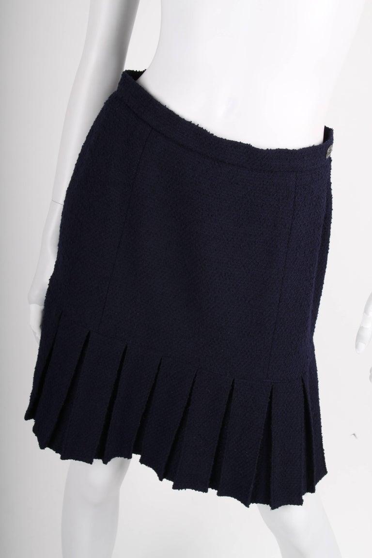 Chanel Vintage 2 Piece dark blue Boucle Suit, 1997 For Sale 4