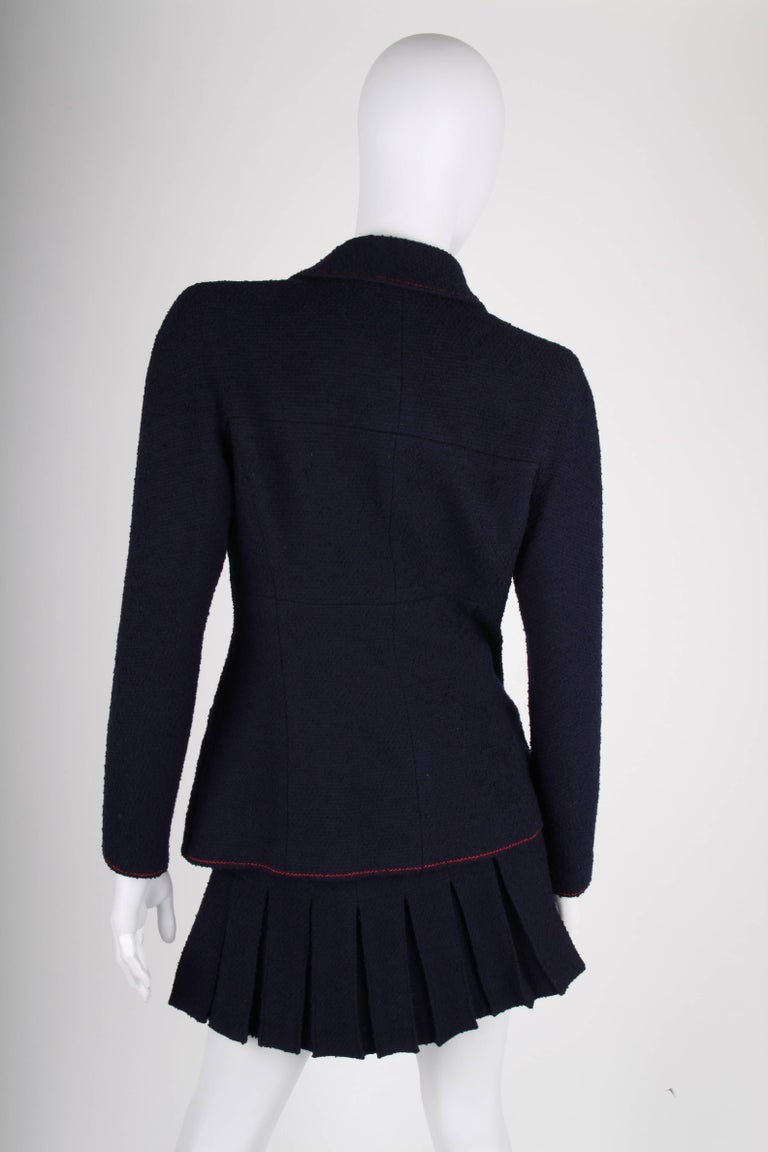 Chanel Vintage 2 Piece dark blue Boucle Suit, 1997 In Good Condition For Sale In Baarn, NL