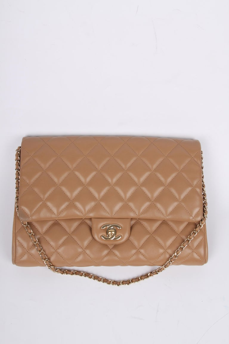 Chanel Quilted Clutch with Chain - beige For Sale 5