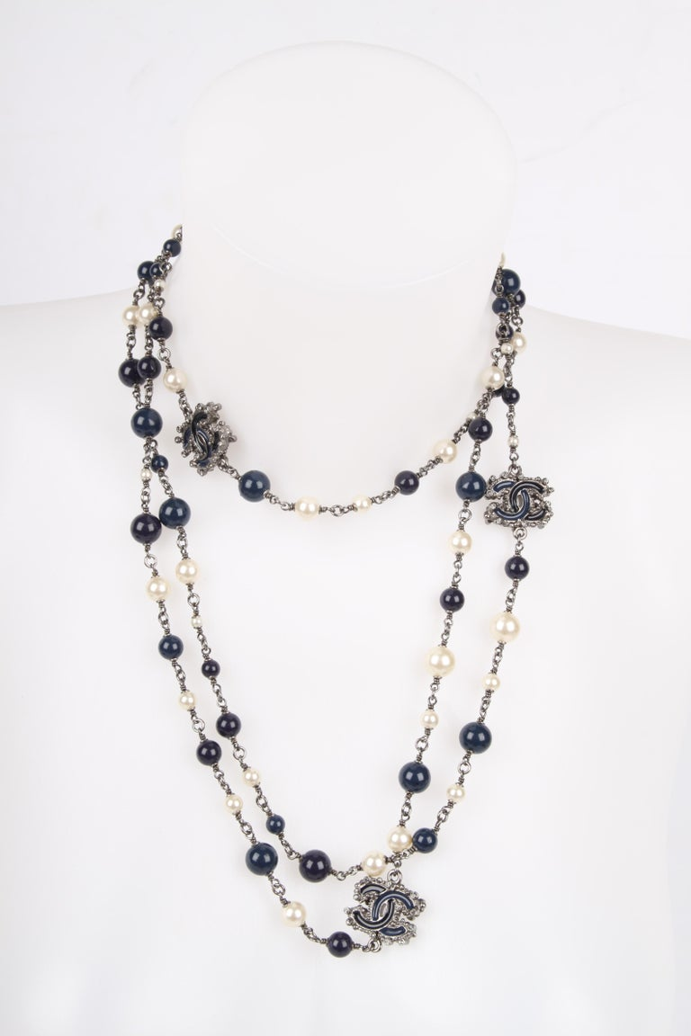 Chanel Pearl & Beaded Necklace - dark blue/white In Excellent Condition For Sale In Baarn, NL