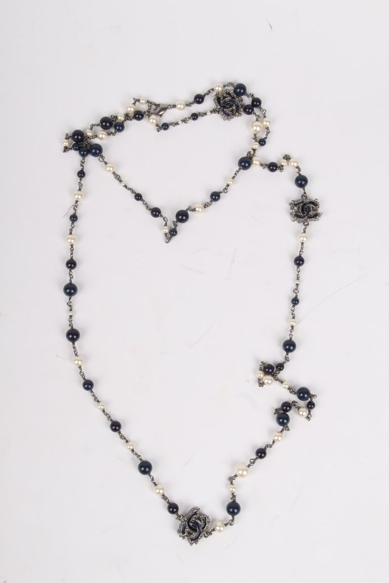 Women's or Men's Chanel Pearl & Beaded Necklace - dark blue/white For Sale