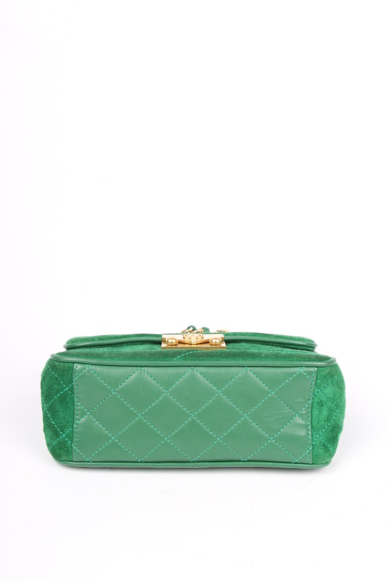 Chanel Scallop Quilted Small Pagoda Flap Bag - green suede In Good Condition For Sale In Baarn, NL