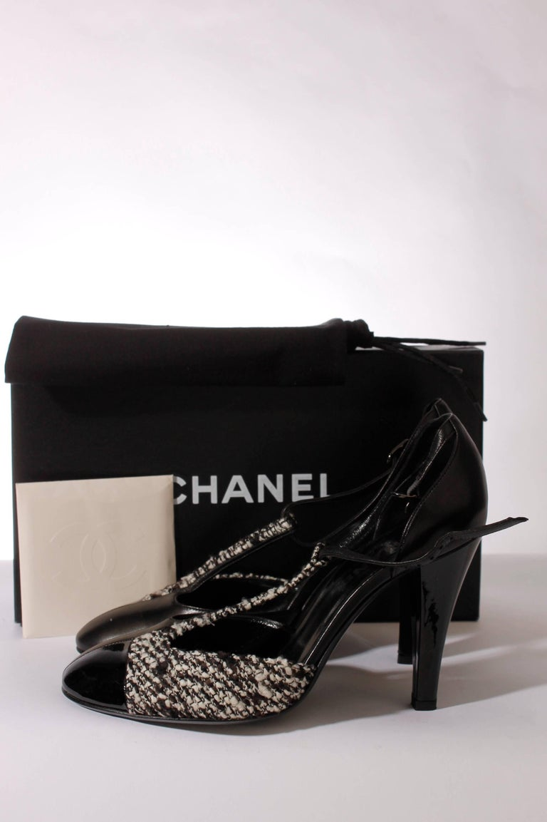 Chanel Pumps - black/white leather/tweed In New Condition For Sale In Baarn, NL