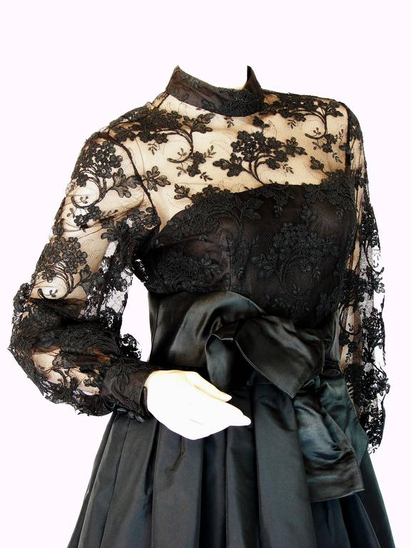 Ronald Amey Evening Gown Black Lace and Silk Taffeta Sz M 1970s  For Sale 3