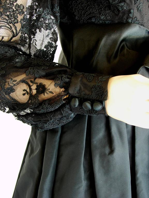 Ronald Amey Evening Gown Black Lace and Silk Taffeta Sz M 1970s  For Sale 4