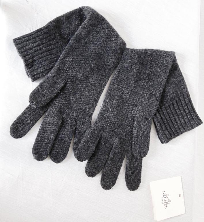 Hermes Ladies Cashmere Wool Gloves Gris Charcoal Gray Size 00 One Size  For Sale 1