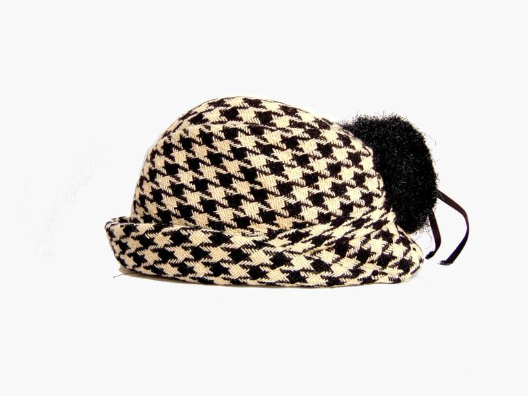 Adolfo Houndstooth Wool Fedora Hat + Fringed Scarf Ensemble 2-Piece Set 1980s In Good Condition In Port Saint Lucie, FL