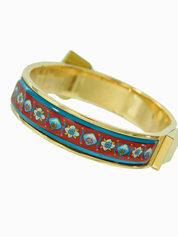 Hermes Gold Hinged Enamel Print Bracelet Florals Tulips PM 2006 In Excellent Condition For Sale In Port Saint Lucie, FL