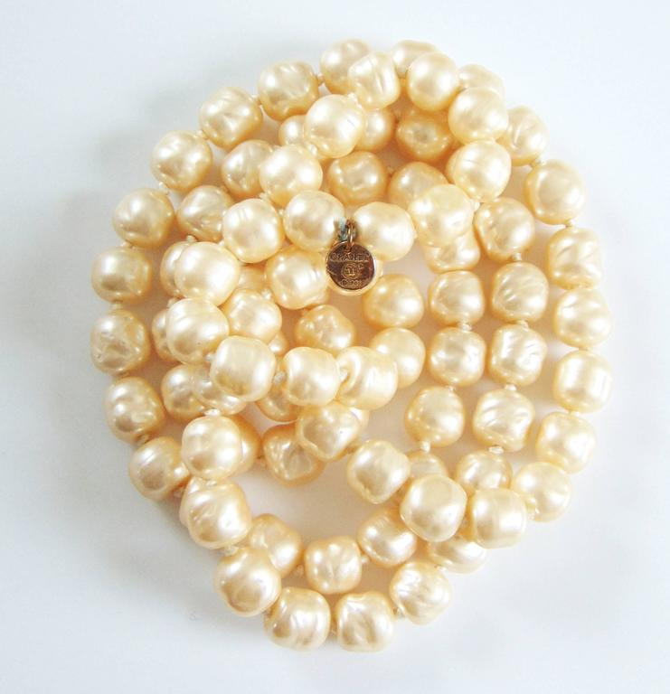 Iconic Chanel Glass Pearl Infinity Necklace Gripoix 18 inch 1981 2