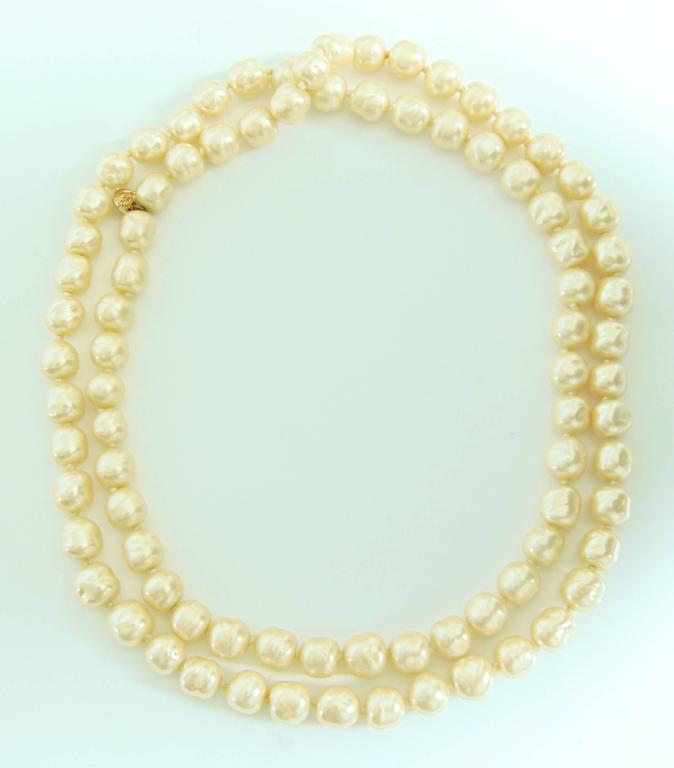 Iconic Chanel Glass Pearl Infinity Necklace Gripoix 18 inch 1981 5