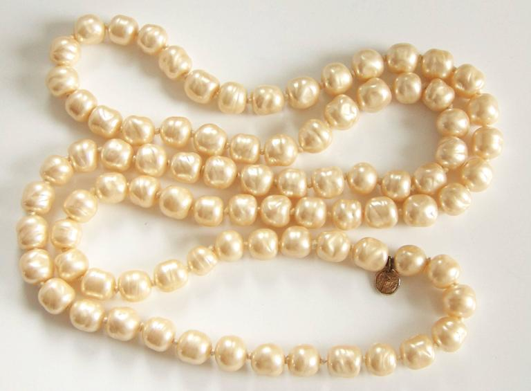 Iconic Chanel Glass Pearl Infinity Necklace Gripoix 18 inch 1981 6