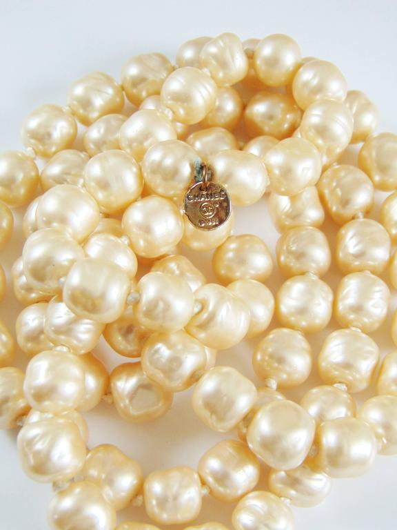 Iconic Chanel Glass Pearl Infinity Necklace Gripoix 18 inch 1981 7