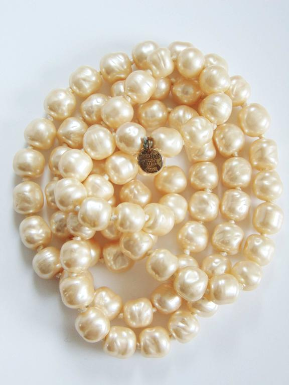 Iconic Chanel Glass Pearl Infinity Necklace Gripoix 18 inch 1981 4
