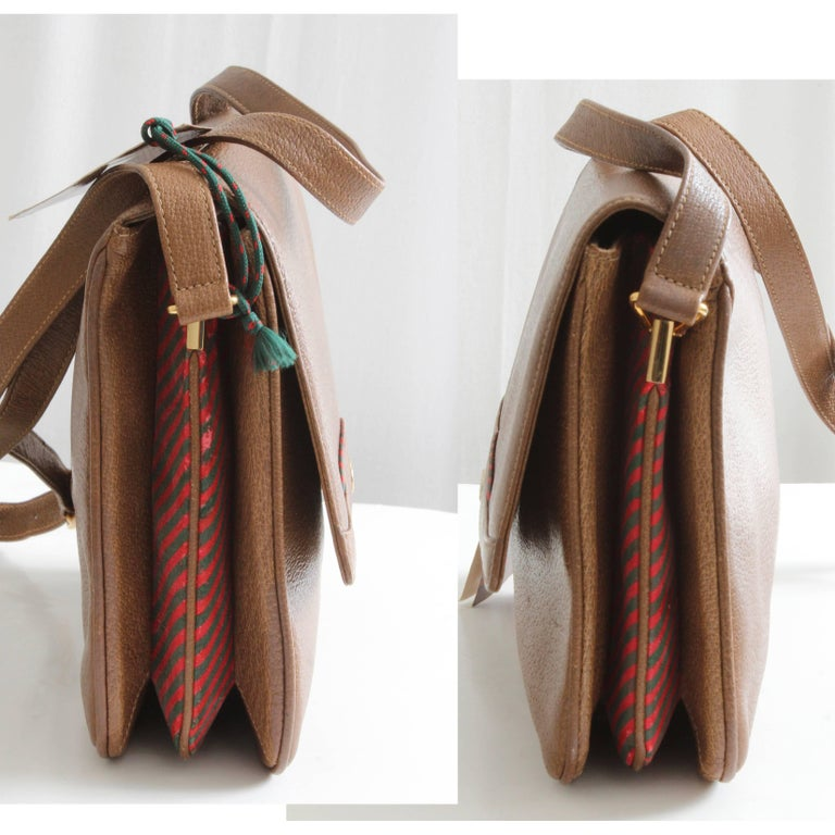 Gucci Pigskin Leather Messenger Red and Green Stripe Accents Cross Body Bag 80s For Sale 1