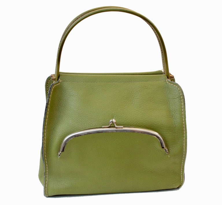 Bonnie Cashin for Coach Mod Lime Green Kiss Lock Tote Bag 1960s  In Excellent Condition For Sale In Port Saint Lucie, FL
