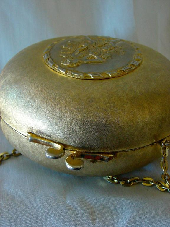 Splendid Gilt Metal Oval Shaped Evening Bag from Rosenfeld 1960s Made in Italy  For Sale 1