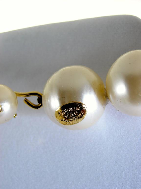 Chanel Pearl Choker Necklace Baroque Poured Glass 90s Season 2 9  In Good Condition For Sale In Port Saint Lucie, FL