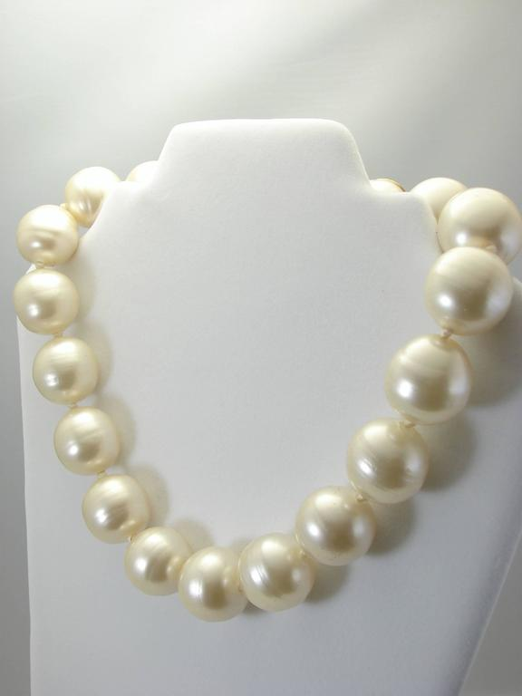 Women's or Men's Rare Chanel Pearl Choker Necklace Baroque Poured Glass 90s Season 2 9  For Sale