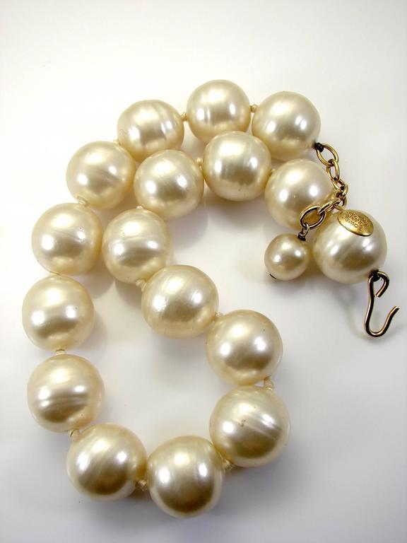 Rare Chanel Pearl Choker Necklace Baroque Poured Glass 90s Season 2 9  For Sale 3