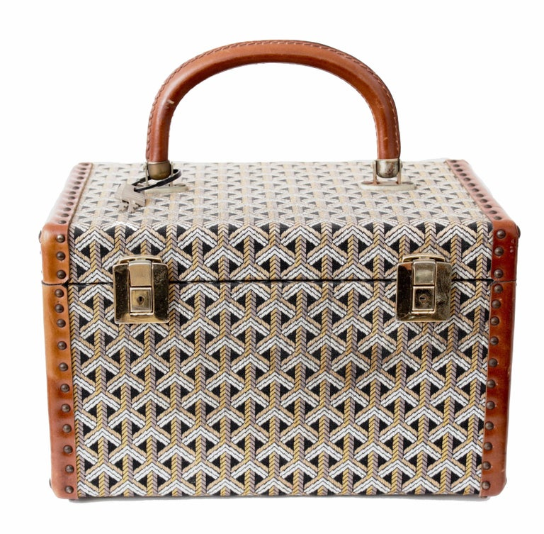 Goyard Paris Vintage Vanity Train Case Mini Trunk Beauty Bag Carry On, 1960s  In Good Condition For Sale In Port Saint Lucie, FL