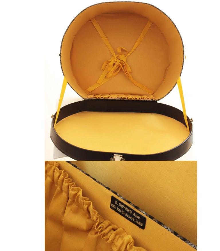 50s Goyard Round Hat Box Trunk XL Travel Bag Linen Goyardine Black Leather Trim For Sale 5