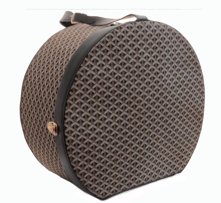 Women's or Men's 50s Goyard Round Hat Box Trunk XL Travel Bag Linen Goyardine Black Leather Trim For Sale