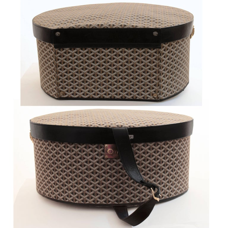 50s Goyard Round Hat Box Trunk XL Travel Bag Linen Goyardine Black Leather Trim For Sale 1