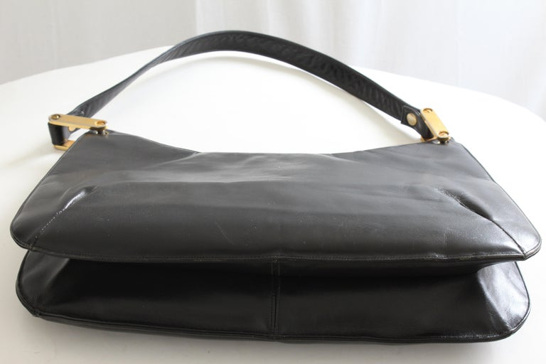 Rare Saks Fifth Avenue Shoulder Bag Jackie O Style Black Box Leather 70s  For Sale 2