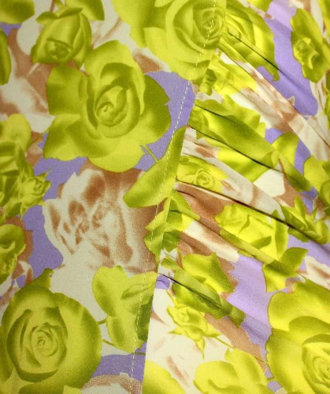 Women's Teri's Stunning Versace Ruched Rose Print Silk Dress For Sale