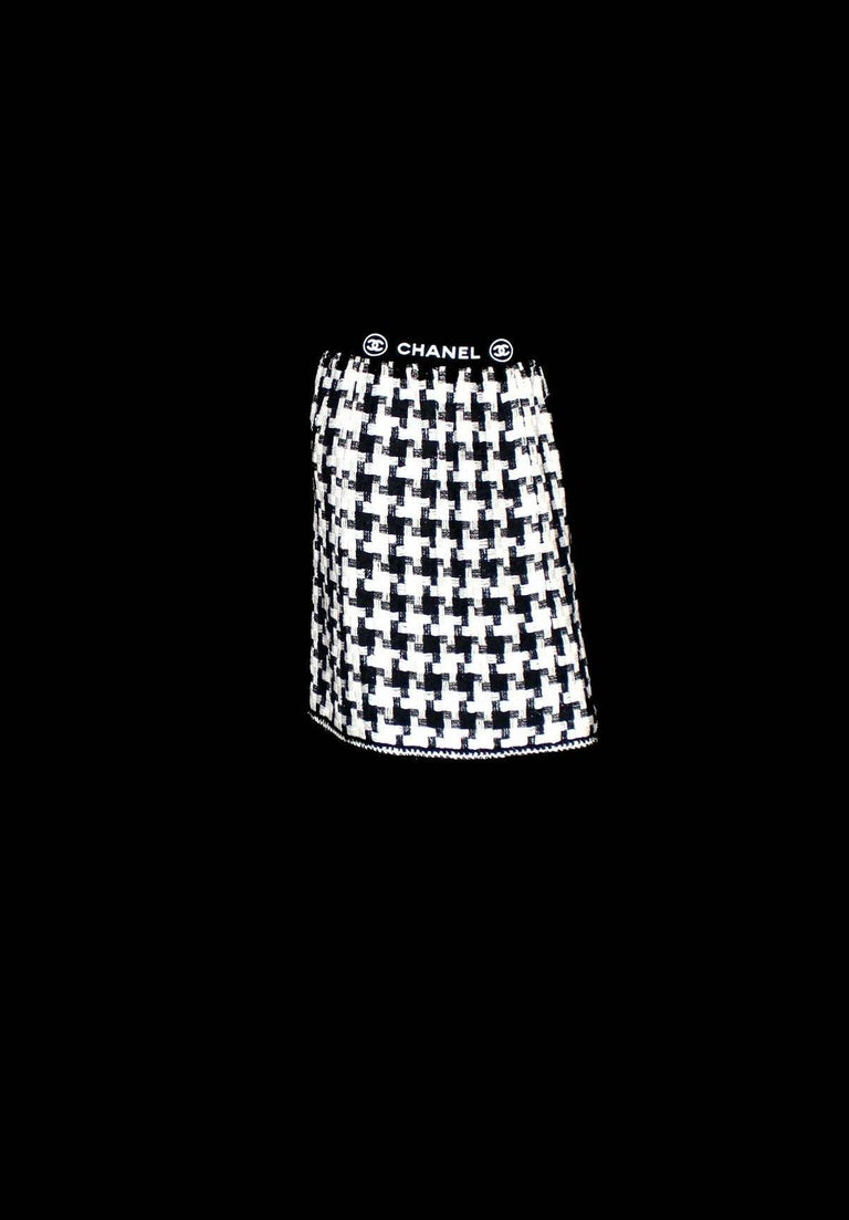Women's Chanel CC Signature Logo Lesage Fantasy Jacket Tweed Skirt / Dress Suit For Sale