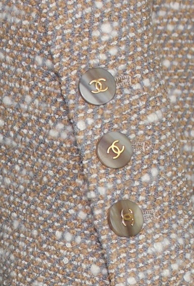 Women's Stunning Chanel Tweed CC Logo Button Short Coat Jacket Blazer For Sale