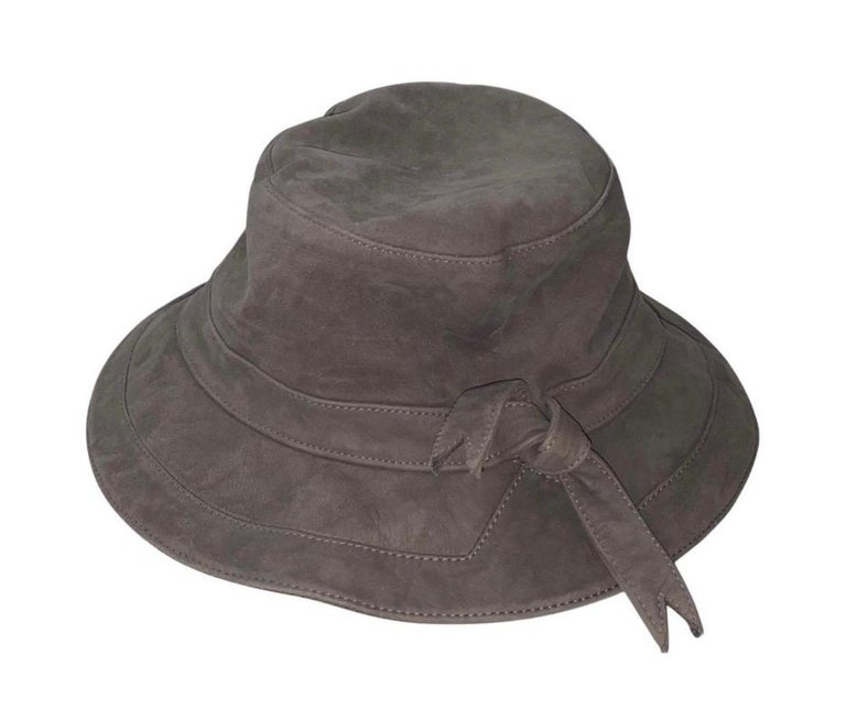 Stunning HERMES Paris Suede Leather Hat Cap In Excellent Condition For Sale In Switzerland, CH