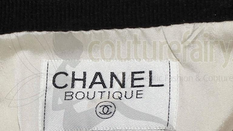 Women's Iconic Collector's CHANEL Signature Boucle Jacket 1994 For Sale