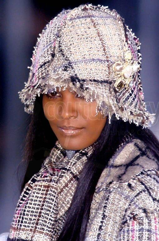 Amazing Chanel Lesage Fringed Fantasy Tweed Hat For Sale 2