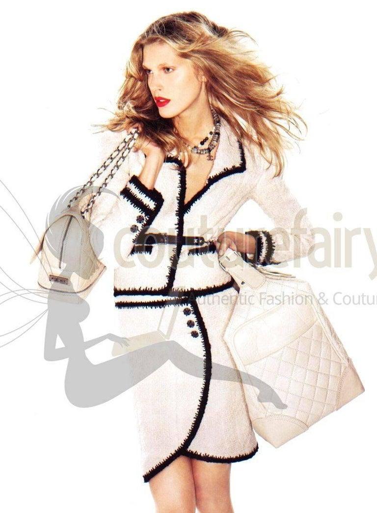 Women's Chanel Signature Monochrome Lesage Boucle Skirt For Sale