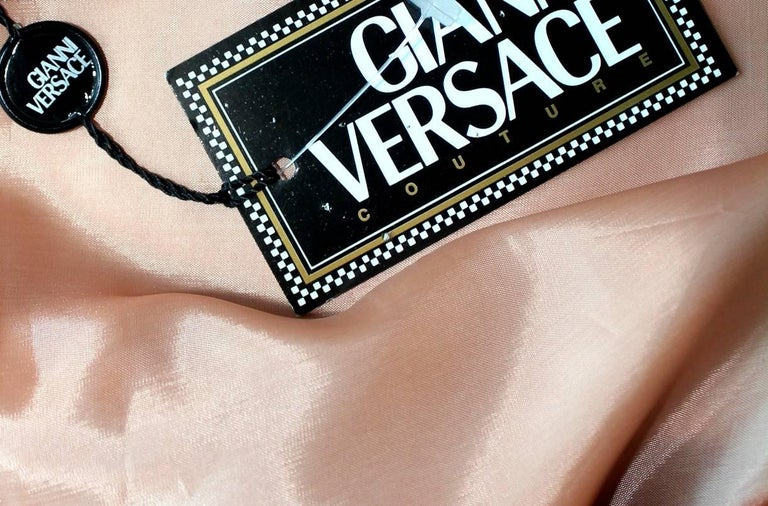 Stunning Gianni Versace Couture Blush Pink Nude Fur Jacket  In New never worn Condition For Sale In Switzerland, CH