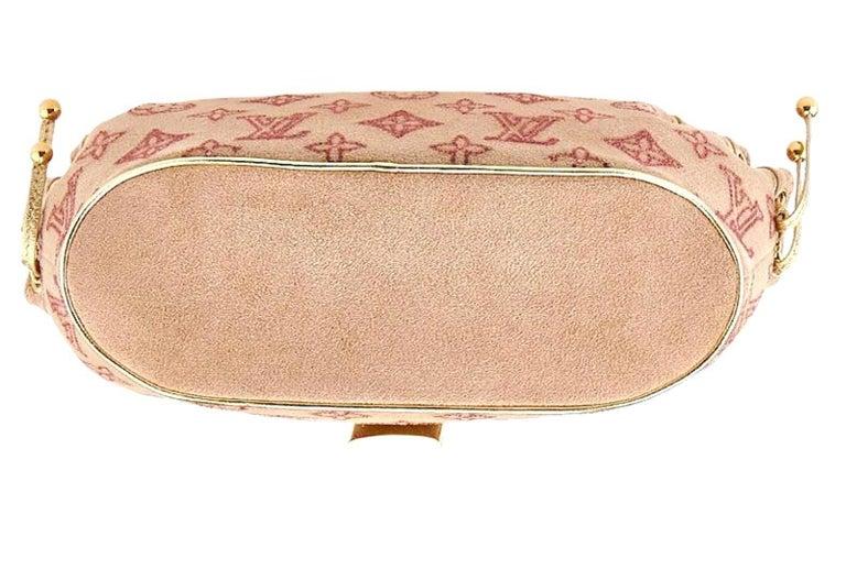 Rare Louis Vuitton Extraordinaire Suede Crystals Logo Purse Handbag In Excellent Condition For Sale In Switzerland, CH