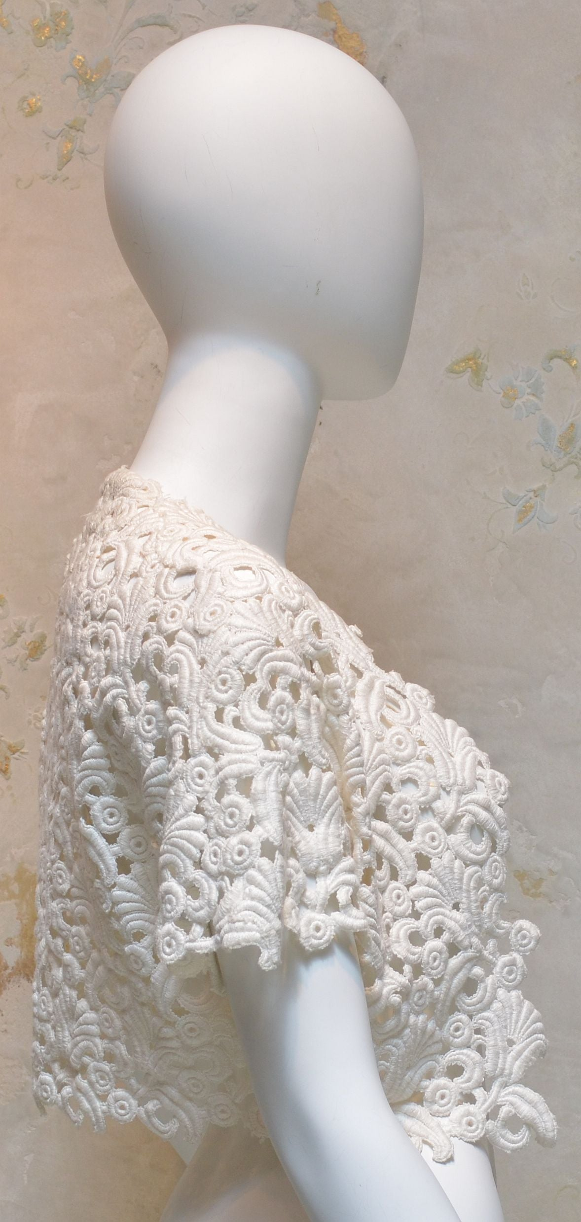 1960's Vintage Chanel Amen Wardy Off White Cream Ivory Lace Bolero Shrug 3
