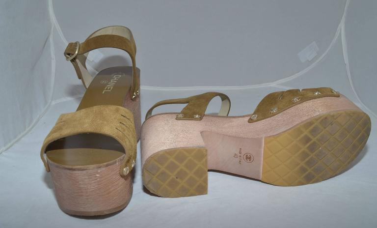 Chanel 2015 Spring Platform Sandals sz 40 In Excellent Condition For Sale In Carmel by the Sea, CA