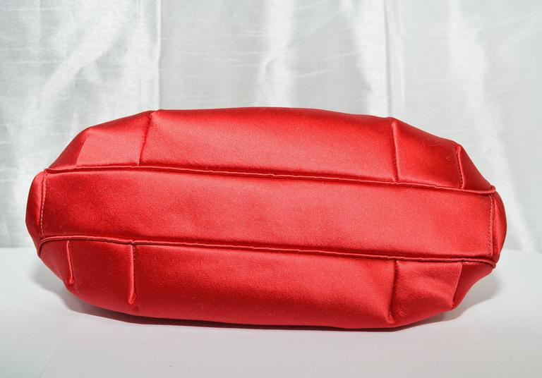 Judith Leiber Satin Clutch with Butterfly Closure In Excellent Condition For Sale In Carmel by the Sea, CA