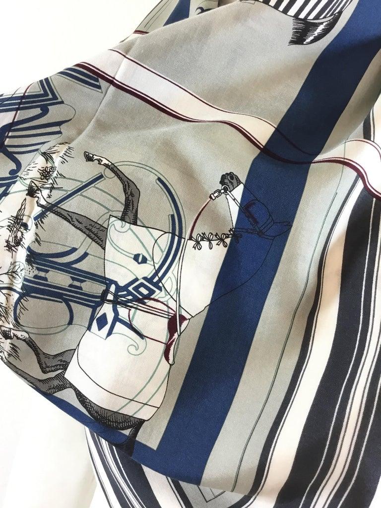 Gray Hermès Couvertures et Tenues de jour Pour Scarf For Sale