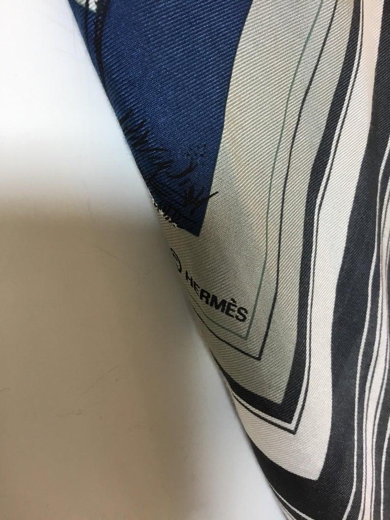 Women's or Men's Hermès Couvertures et Tenues de jour Pour Scarf For Sale