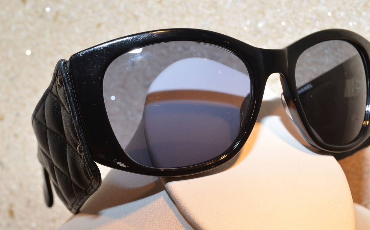 Women's Chanel Vintage 1987 Black Lambskin Leather Quilted Sunglasses For Sale