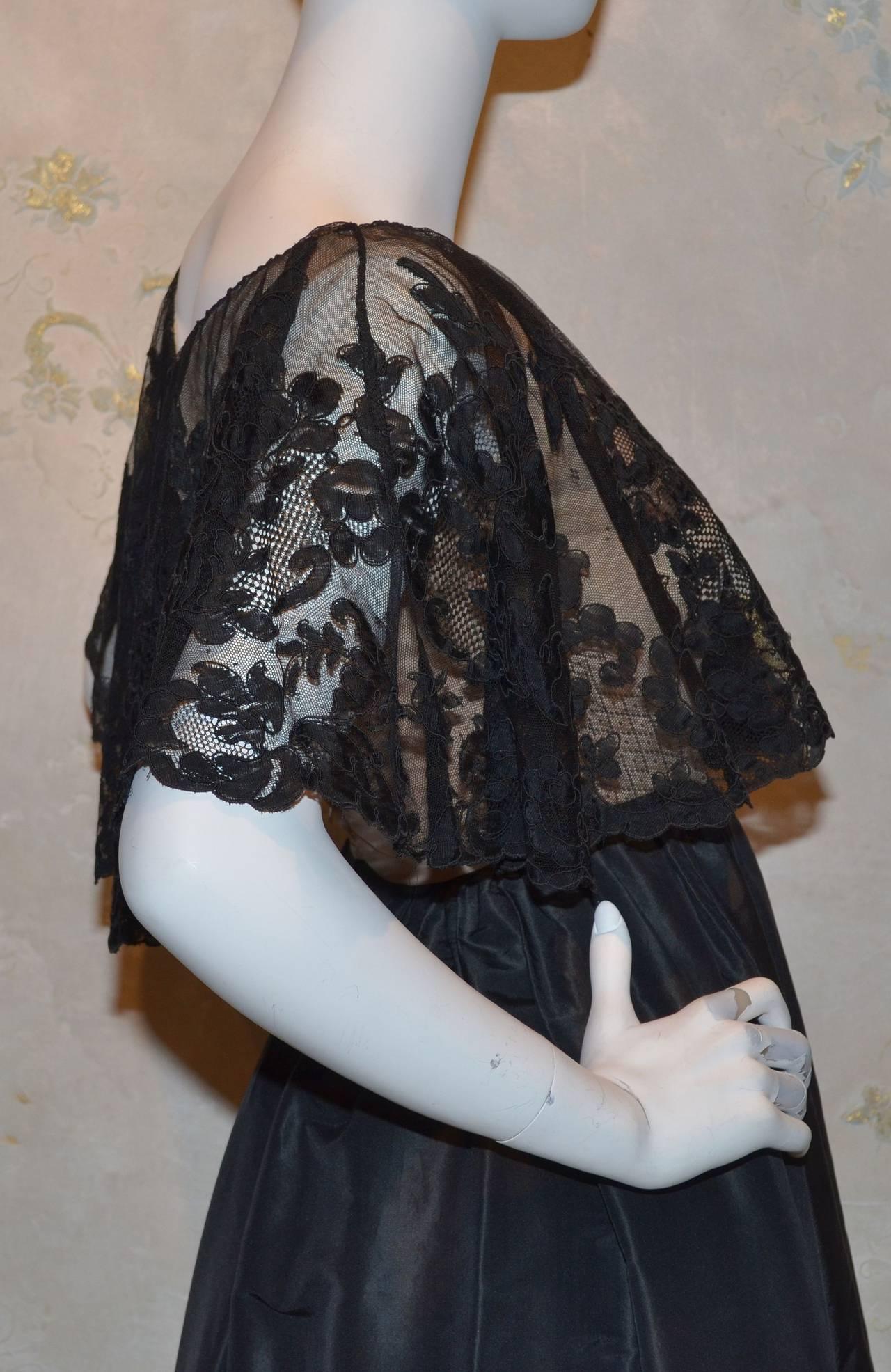 Vinage Oscar de la Renta Black Lace Overlay Peasant Dress In Excellent Condition For Sale In Carmel by the Sea, CA