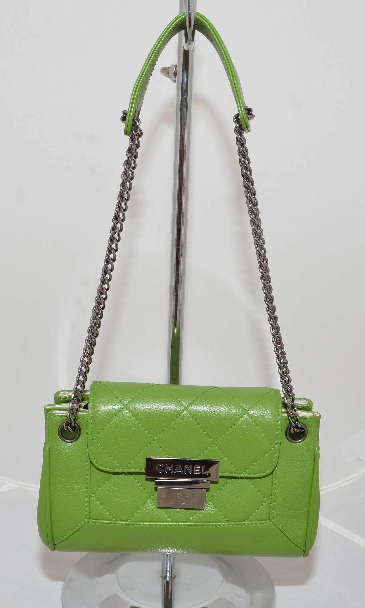 Chanel 2003-2004 Green Caviar Mini Quilted Chain Shoulder Bag 2
