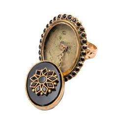 Victorian Gold and Onyx Snuff or Poison Ring