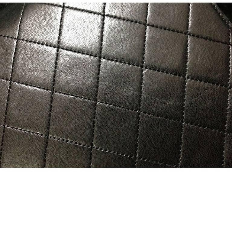 Vintage CHANEL black quilted lambskin classic 2.55 shoulder purse with golden CC 4